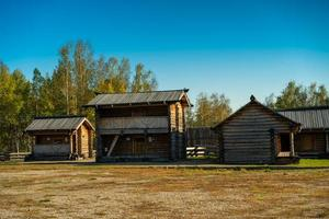 baite ed edifici in legno a taltsy, irkutsk foto