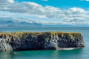 vista estiva della costa occidentale dell'Islanda foto