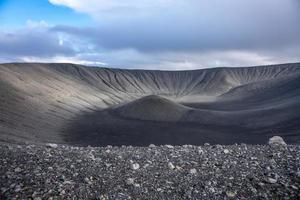 vista all'interno di un cratere del vulcano foto