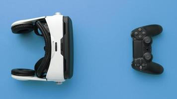 visore per realtà virtuale vista dall'alto con controller foto