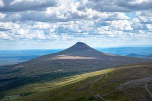 vista estiva delle montagne svedesi foto