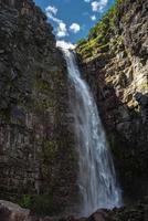 cascata njupeskar durante il giorno foto