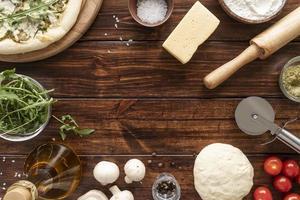 bordo degli ingredienti della pizza foto