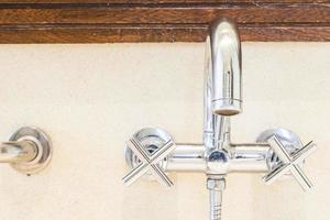 rubinetto dell'acqua del rubinetto foto