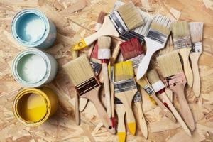 assortimento di pennelli per pittura acrilica foto