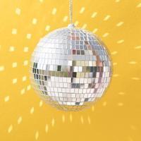 bellissimo concetto di nuovo anno con palla da discoteca foto