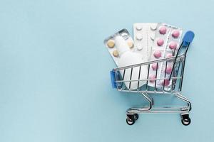 acquisto di forniture mediche con il concetto di carrello foto