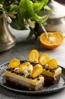 composizione di deliziose torte fatte in casa foto