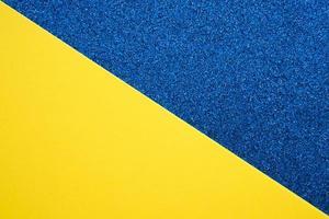 vista in elevazione del doppio sfondo colorato blu e giallo foto