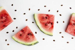 disposizione di anguria a fette piatta con spazio di copia foto