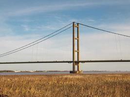 una torre del ponte Humber nel nord dell'Inghilterra foto
