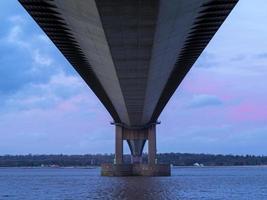 il ponte humber visto dal basso, lincolnshire settentrionale, englad foto