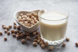 latte di ceci con ceci foto