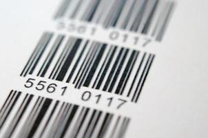 codice a barre digitale scansionato su sfondo bianco foto
