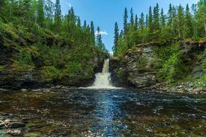 cascata negli altopiani svedesi foto