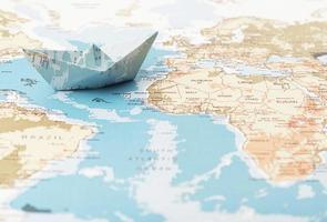 concetto di viaggio con mappa del mondo foto