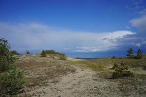 paesaggio marino deserta sul Mar Baltico e dune di sabbia foto