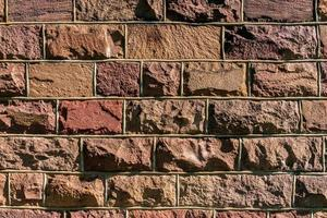 sfondo da un vecchio muro di roccia con pietre rosa foto