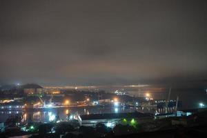 paesaggio notturno del paesaggio della città di vladivostok. foto