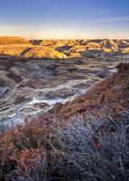 canyon a ferro di cavallo nelle alberta bandlands vicino al drumheller alberta foto