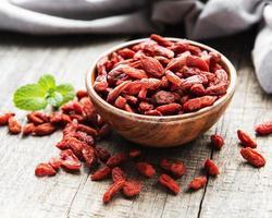 bacche di goji rosse secche per una dieta sana. foto