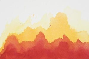 vernici miste gialle rosse su carta bianca foto
