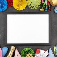 spazio bianco della copia con bordo streamer del partito foto