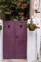 bellissimo ingresso nel cortile di una casa tradizionale nella vecchia nicosia, cipro foto