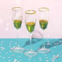flauti champagne per lo sfondo del partito foto