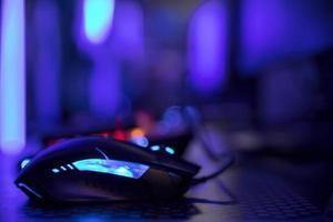 primo piano di un mouse blu foto