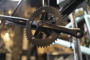 vecchio pezzo di bicicletta da vicino foto