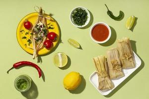 disposizione vista dall'alto degli ingredienti tamales foto