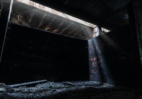 rifugio antiaereo abbandonato dopo i bombardamenti in ucraina foto