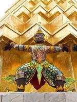 Tempio di Wat Phra Kaew a Bangkok, in Thailandia foto