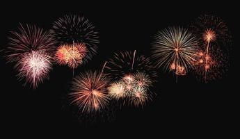 esplosione di fuochi d'artificio colorati sullo sfondo foto