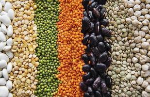 sfondo di cibo con diversi legumi foto