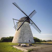 antico mulino a vento tradizionale sulla seidla estonia foto