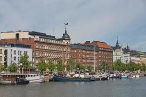 residenze squisite a Helsinki in Finlandia sono lungo l'argine pohjoisranta foto