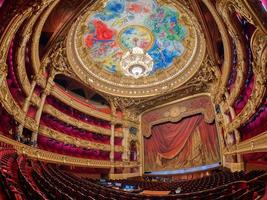 parigi, francia 2020- una vista interna dell'opera de paris palais garnier foto
