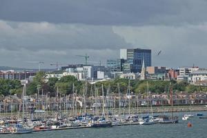 barche a vela nel porto vicino a Dublino in Irlanda foto
