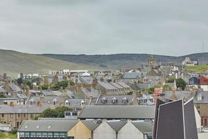 Lerwick Town Center sotto il cielo nuvoloso Lerwick Isole Shetland Scozia Regno Unito foto