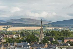 vista di una chiesa libera nella città di invergordon in higland scozia uk foto