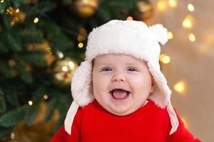 il bambino di natale sta sorridendo foto
