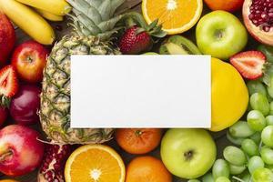 vista dall'alto disposizione di frutta fresca foto