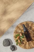 disposizione vista dall'alto del prodotto per la cura dell'olio di argan foto