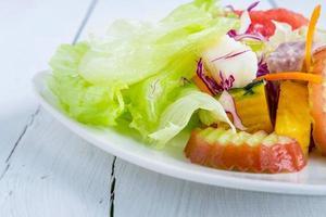 sana insalata di frutta e verdura foto