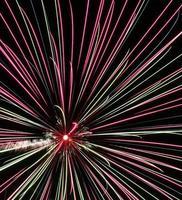 fuochi d'artificio su uno sfondo scuro foto
