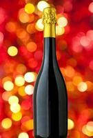 primo piano della bottiglia di champagne foto