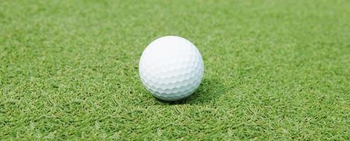 primo piano della pallina da golf foto