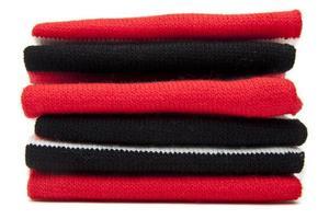 pila di sciarpe piegate foto